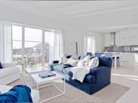 Синий диван — оптимальные сочетания и правила создания вдохновляющего интерьера (95 фото)