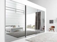 Зеркало в спальне: варианты идеальных решений размещения зеркальных поверхностей в комнатах разных размеров (105 фото)