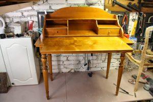 Restavratsiya-mebeli-19-300x200 Как обновить мебель своими руками: меняем дизайн