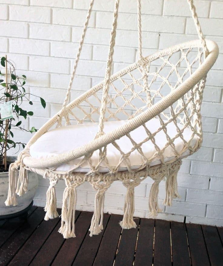 Подвесное плетеное из шнура кресло фото