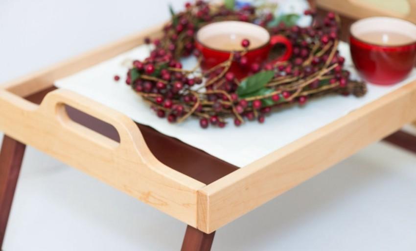 Столик для ноутбука в кровать 34 фото выбираем кроватный стол-подставку плюсы и минусы постельного изделия